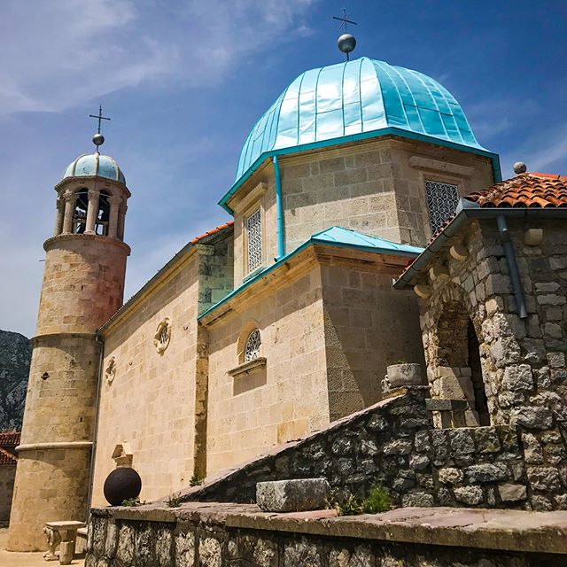 This gorgeous little church enjoys an island all to itself in the Bay of Kotor 🇲🇪Our Lady of the Rocks can only be reached by boat, but it and an attached museum are open for visitors to explore. It neighbors an even smaller private island that can be appreciated on the boat ride over.