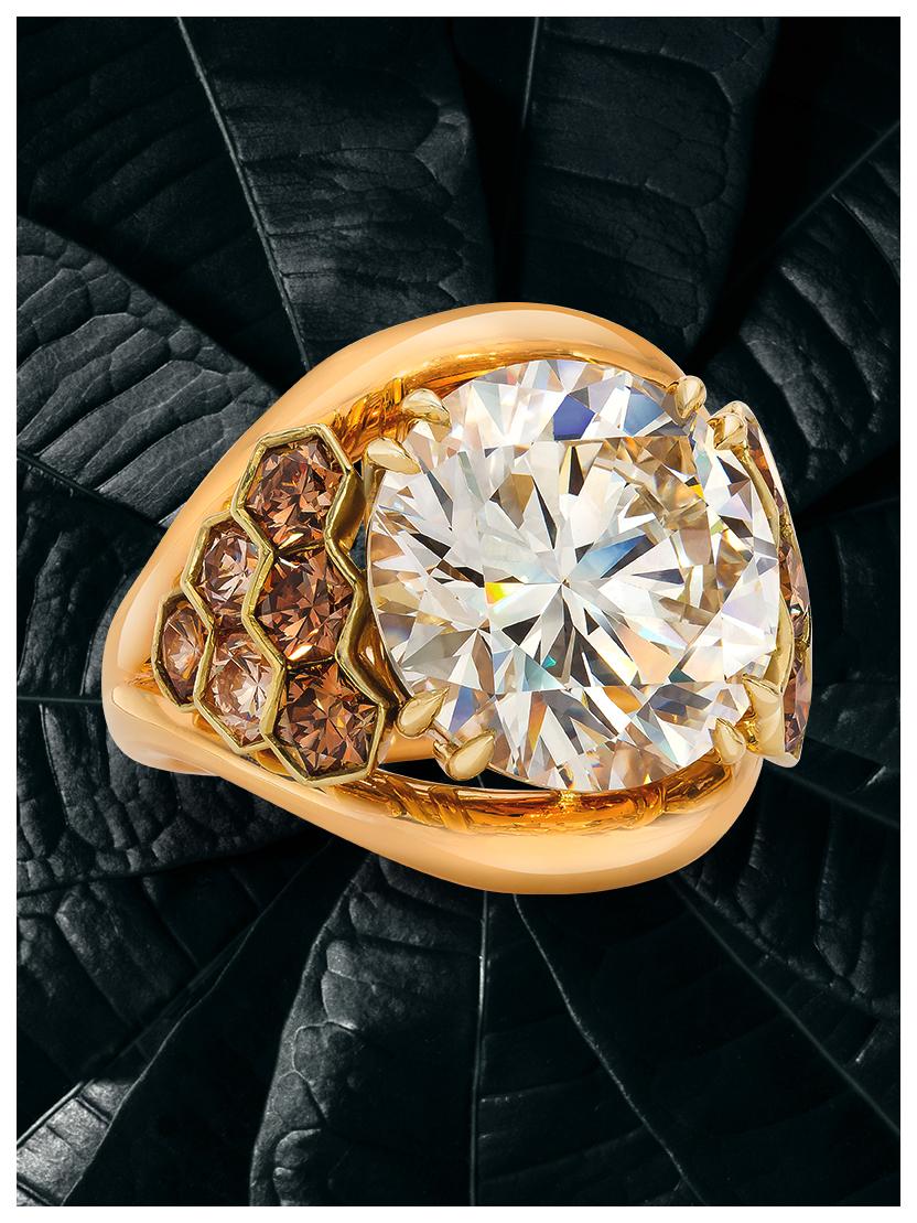 Gold Ring laying down Turned_V Kopie.jpg