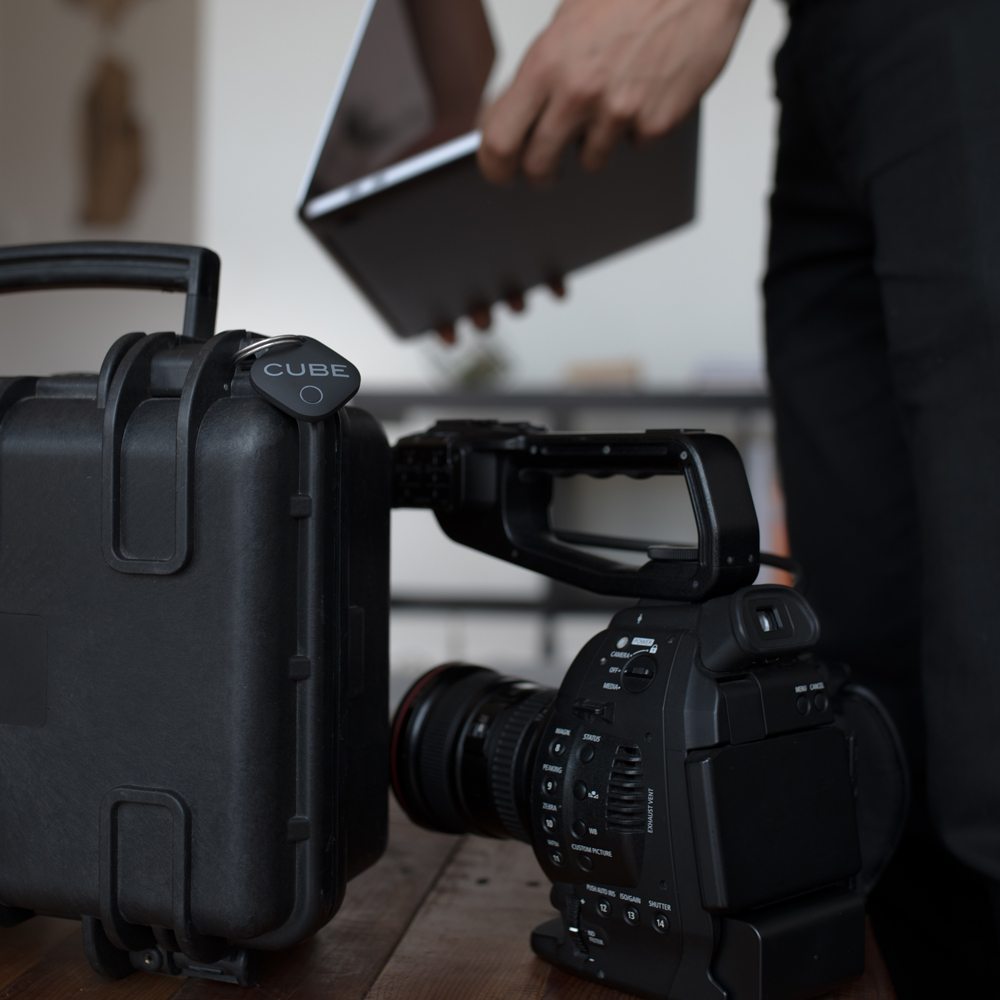 1. Tag avec Cube - Fixez des cubes à vos clés, à votre sac à main ou à tout autre article ménager.