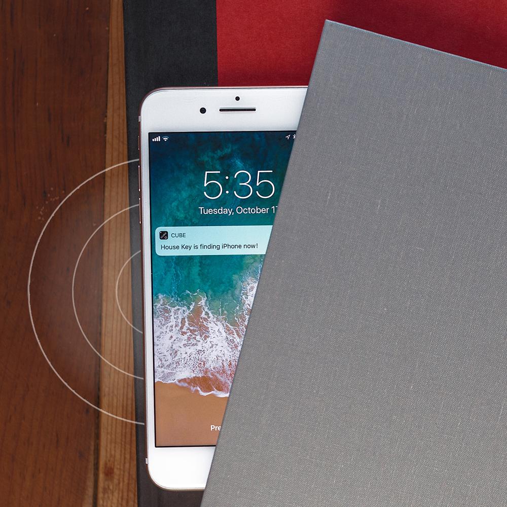 3. Encontre seu telefone - Ping seu celular e torná-lo tocar com o botão no cubo - mesmo em silêncio!