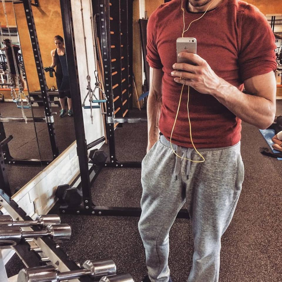Matteo Trafeli - Luca Zamperini è un ottimo personal trainer. Un professionista e attento alle esigenze di chi si rivolge a lui per poter modificare in modo naturale il proprio fisico o per migliorarlo. Ti segue passo passo nel percorso sportivo, crea schede di allenamento in linea con il tuo peso è stato fisico attuale. È una persona attenta alle esigenze di chi si rivolge a lui, ma sopratutto mette anima e corpo in quello che fa. Lo consiglio a tutti e personalmente mi segue da molti anni in modo costante.