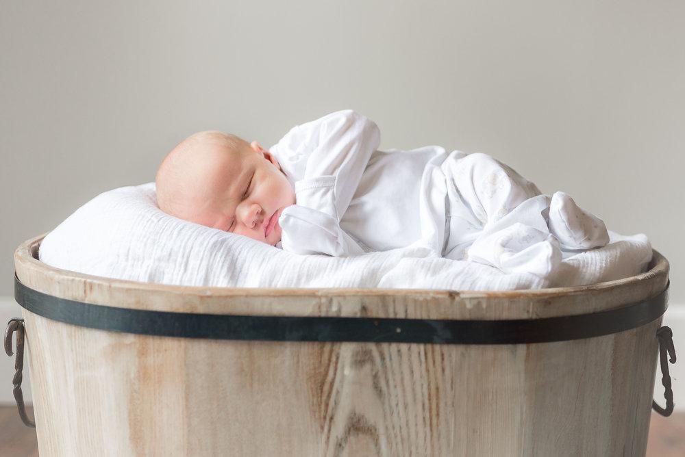 Erin-Fabio-Photography-Everett-Carr-Newborns-Sept-2018-15.jpg
