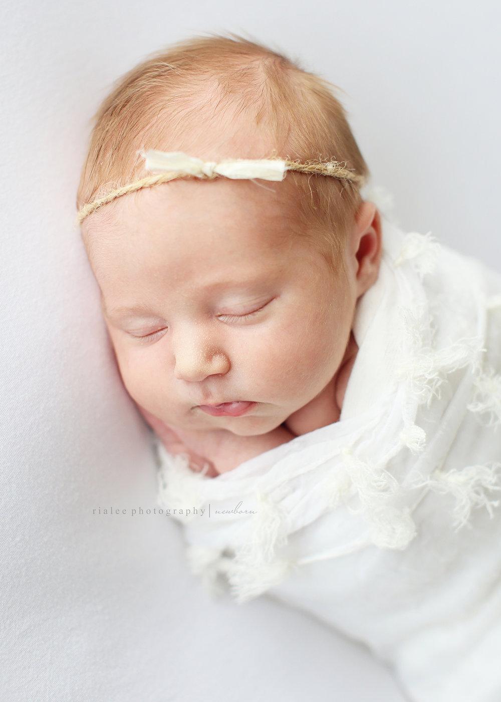 whitenewbornphotosfargond.jpg