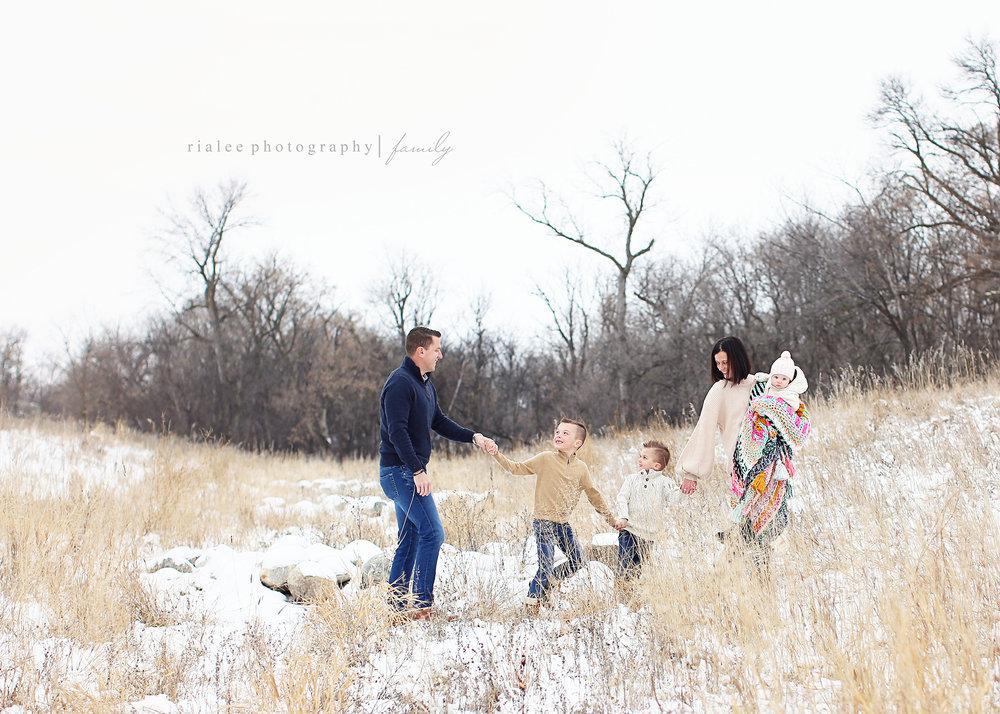 funfamilyphotosfargo.jpg
