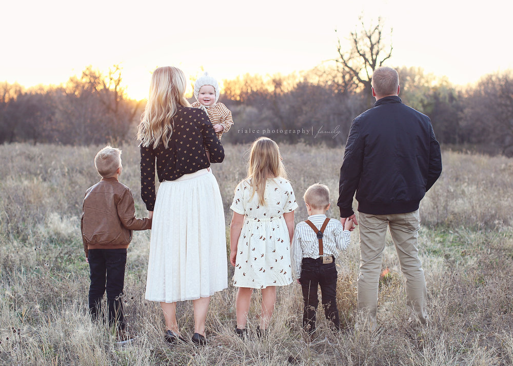 coolfamilyphotographersfargond.jpg