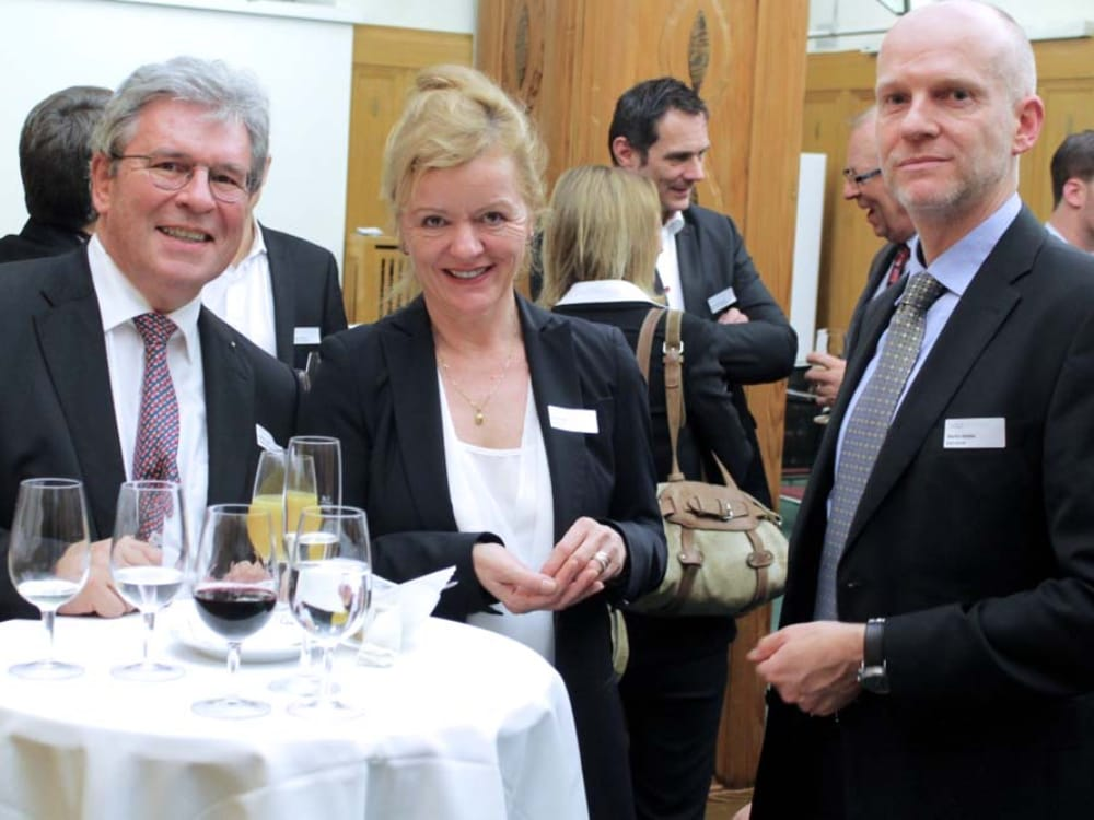 "Dr. Robert Buff (links), Carina Albin (Mitte) und Martin Modde (rechts) am CGZ Forum ""Internet of Things"""