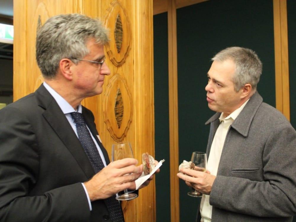 """Christian Mantke (links) und Vorname Nachname (rechts) am CGZ Forum """"Die Schweiz verkaufen"""""""