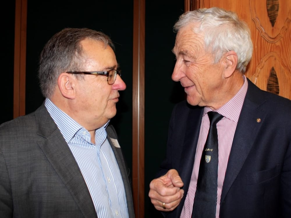 """Dr. Max Becker (links) und Dr. Hans Peter Danuser von Platen (rechts) am CGZ Forum """"Die Schweiz verkaufen"""""""