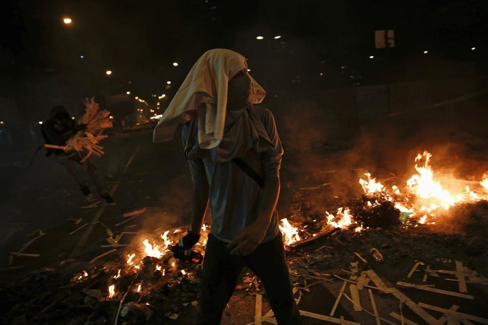 2014-02-21T002630Z_898824621_GM1EA2L0N4B01_RTRMADP_3_VENEZUELA-PROTESTS.JPG