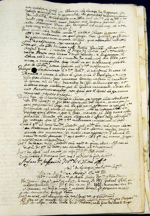 manuscript-547038_960_720.jpg