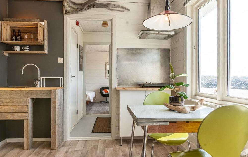 bungalow2-Kitchen-drift-wood-rawoceanlodge.jpg
