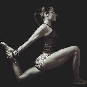 Flexibilitéet postures - Meilleurs moyens de prévenir les blessures:développer sa flexibilité en pratiquant de bons mouvements et postures. (ex: position du cou en nageant)