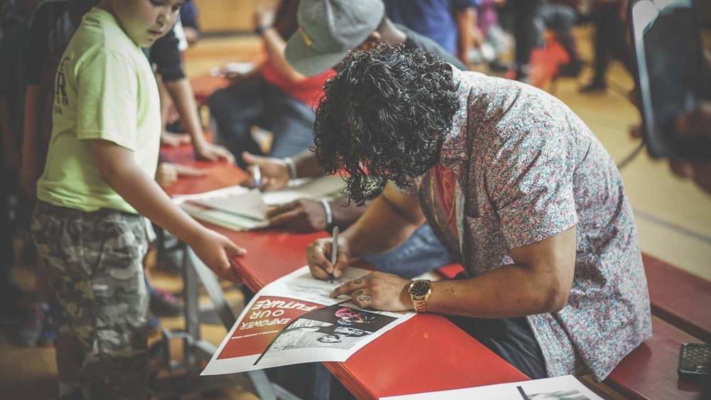 Lou Signing.jpg