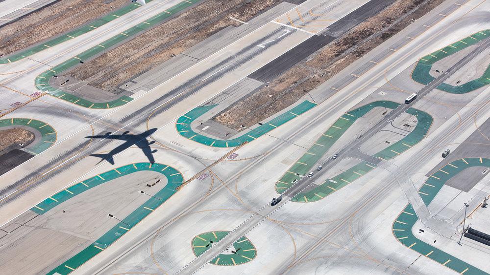 747 Runway 25R