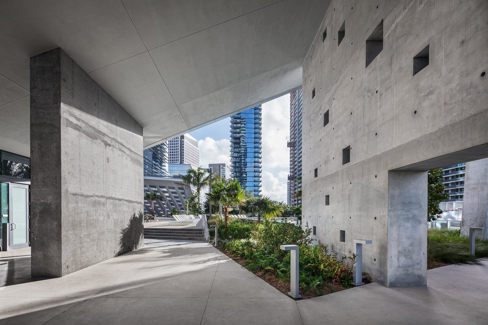 At RISE, imposing architecture leads you to the rooftop pool deck located in between skyscrapers
