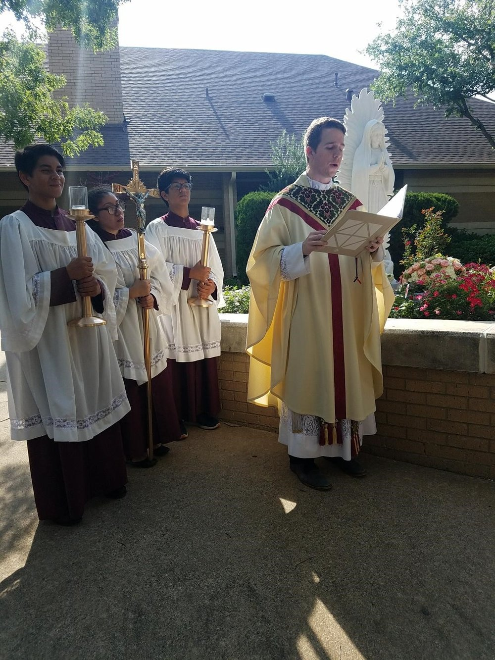 crowning of mary fr michael.jpg