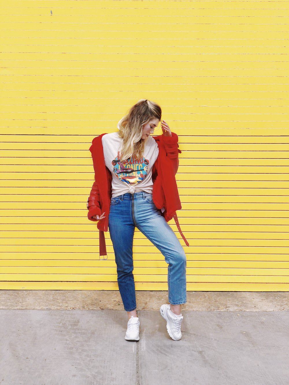 outfit-styling-tips-jeans-and-tshirt.JPG