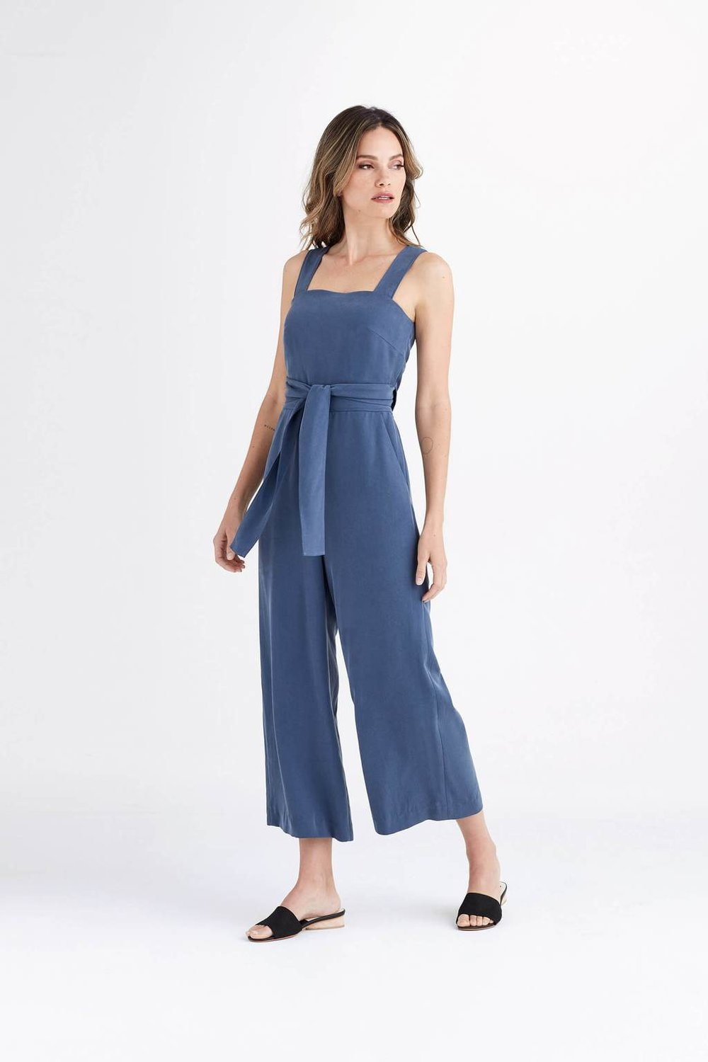 Vetta Capsule - Vetta is all about creating mini capsule wardrobes with pieces that can be mixed and matched to create a month worth of clothes. So cool! They use sustainable fabrics from responsible factories (read about their factories here) and everything down to the packaging materials is well thought out and made to have the smallest impact on the environment as possible. The pantsuit to the left? The wrap can be tied three different ways and the styling can be done an insane amount of ways. This is on my wish list right now for sure!