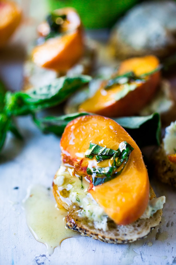 PEach Bruschetta - Yes please! This sounds like the perfect appetizer or snack.