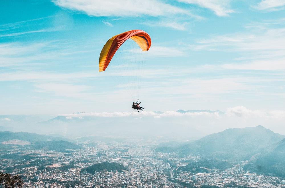 Fly_paraglider_bluesky.jpg