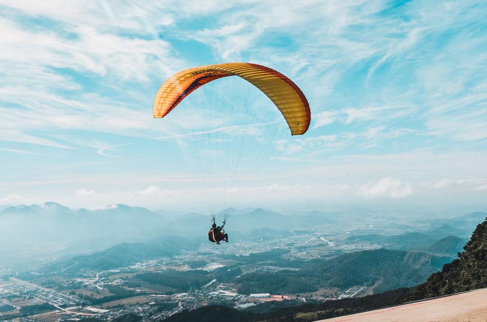 Fly_paraglider_bluesky_02.jpg