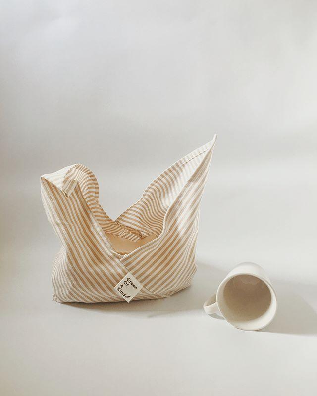 Sunday peacefulness 😌 #linen #stripe #bags #sunday #peaceofmind #peaceful #calm #living #lifestyle #minimal #minimalism #simple #simplicity #minimalist