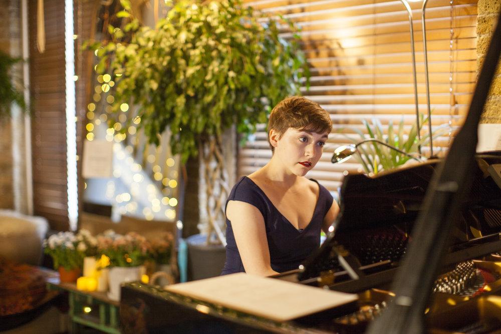 Erika Gundesen, pianist