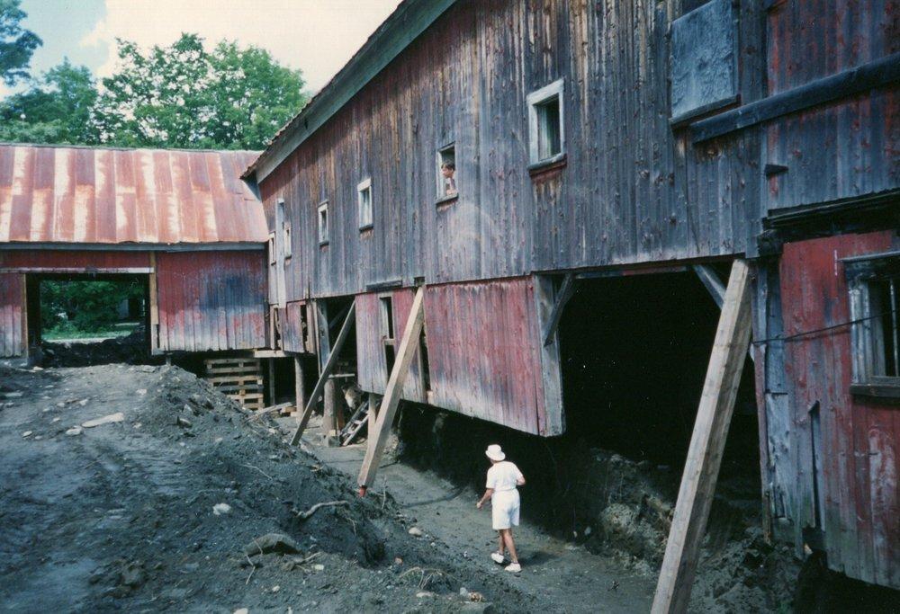 Barn Levitation. Replacing the foundation.
