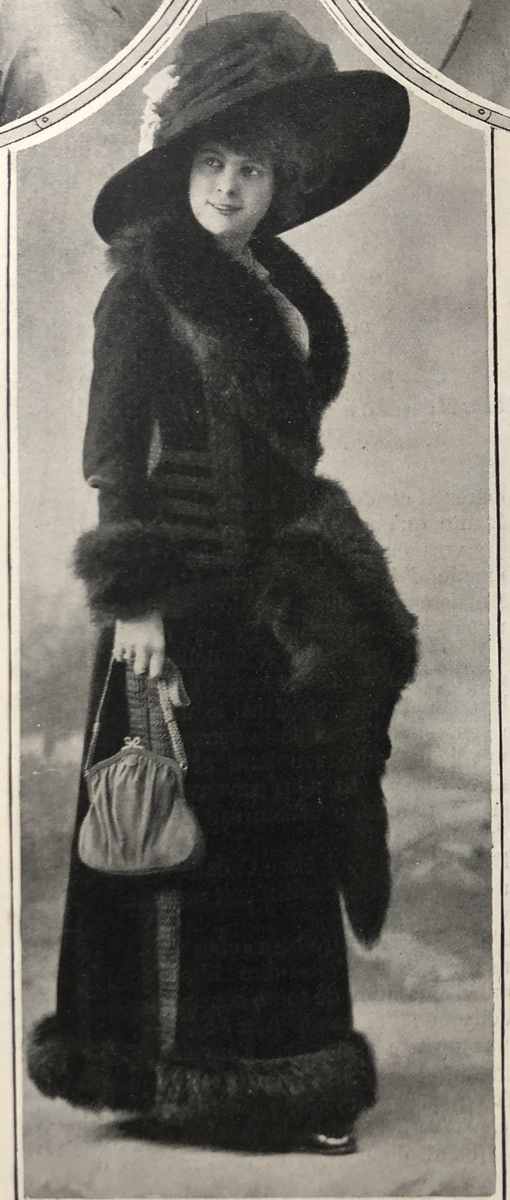 December 1909.  Fur was not only for warmth but incorporated into high fashion. This is the heyday of the big Edwardian hats.   Outfit and hat by Maison Maquet 10, rue de la Paix, Paris