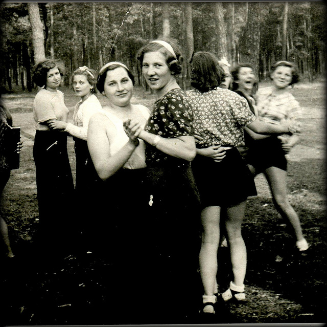 1930s-dancing-girls.jpg