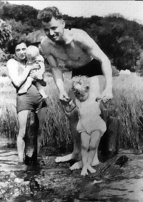 august-landmesser-whole-family.jpg