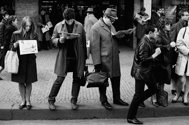 people-reading-newspapers-8.jpg