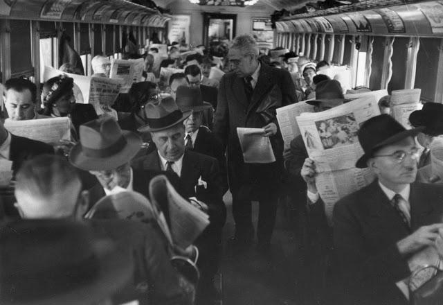 people-reading-newspapers-2.jpg