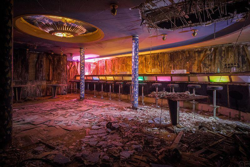 Creepy-urbex-photography-of-an-abandoned-disco-in-Europe.jpg