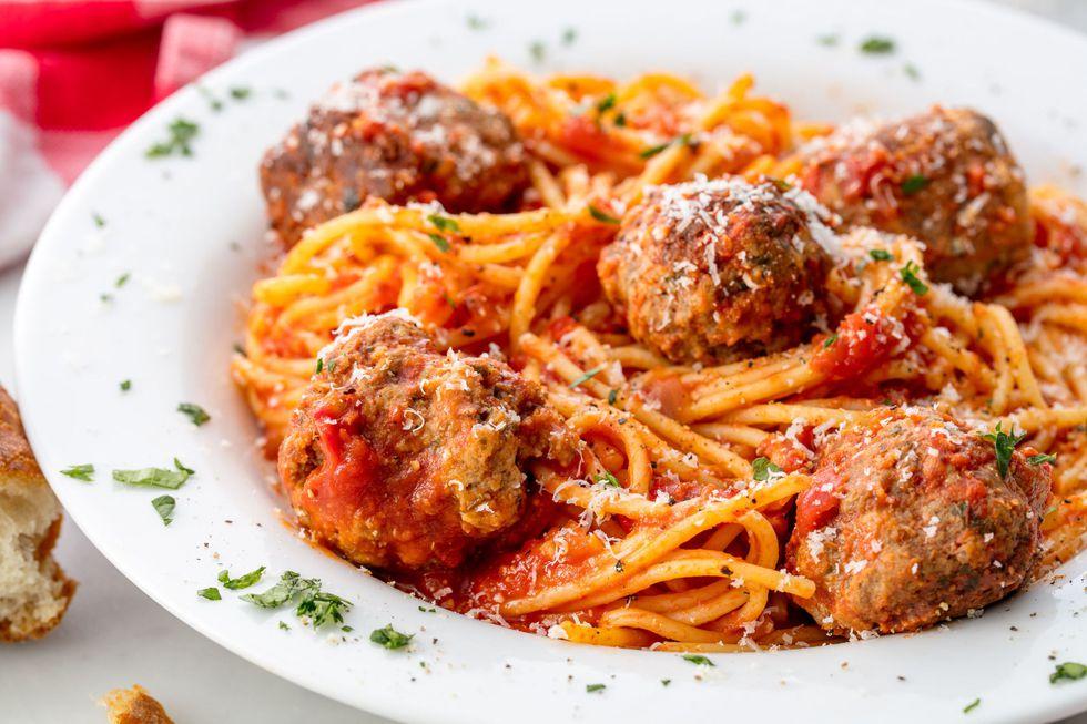 gallery-1506456062-delish-spaghetti-meatballs.jpg