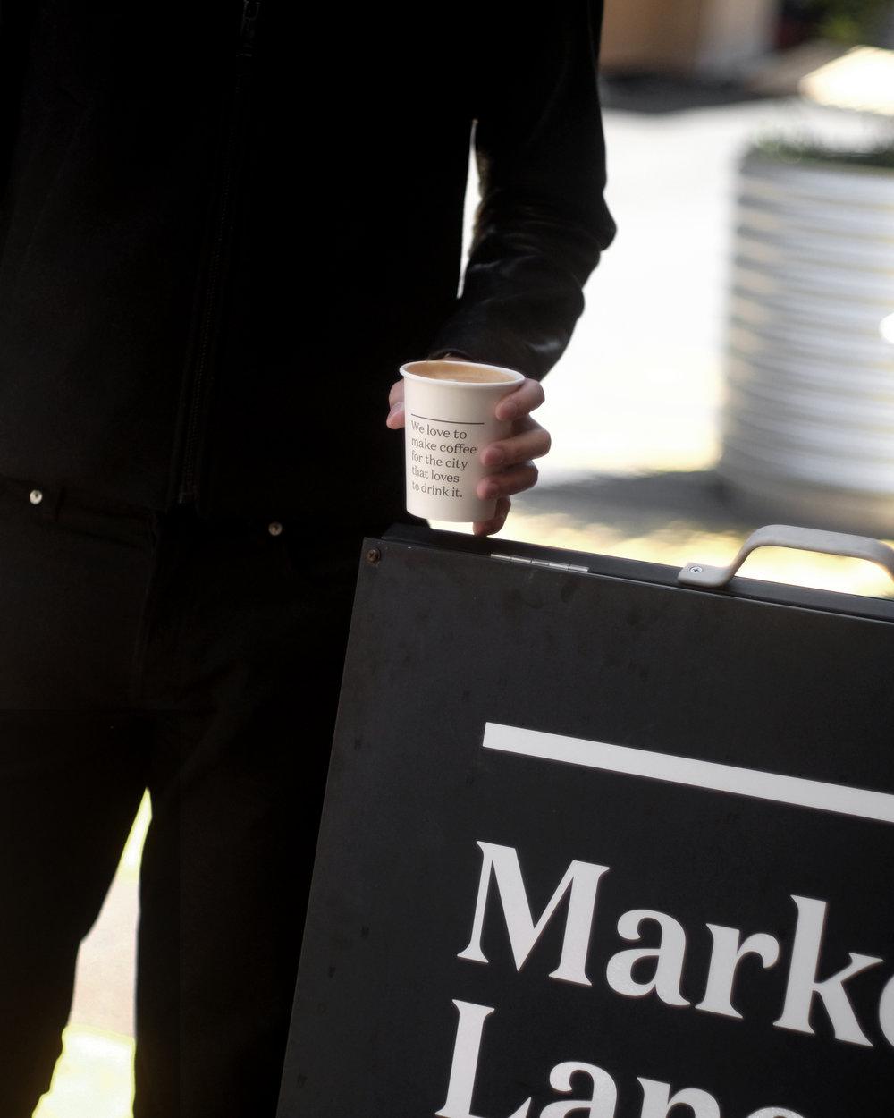 """M A R K E T L A N E /  Market Lane Coffee - Vic Market   終於到market lane coffee朝聖了 說是朝聖 因為它應該是我第一間認識的澳洲咖啡店了 (名句 we love to make coffee for the city that loves to drink it 無人不識吧?) 這間藏身於Victoria market的market lane 店 保留了market 的紅磚特色  逛完市場後來喝一杯Flat white 才是寫意的澳洲生活態度吧  Probably the first Australia coffee shops I heard about would be market lane coffee from Melbourne. And if this name doesn't ring a bell- I am sure this would - *we love to make coffee for the city that loves to drink it""""  📍 83-85 Victoria St, Melbourne VIC 3000"""