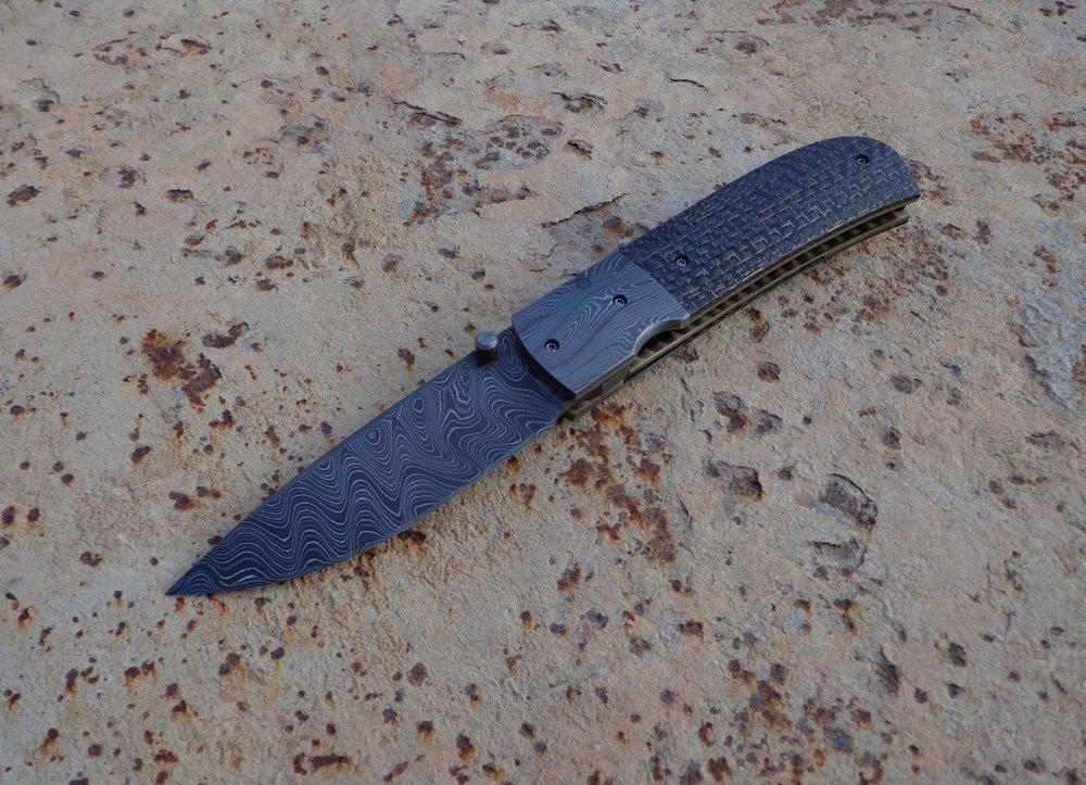 Knife: Sakson I Liner Lock. Alabama Damascus Steel Blade. Titanium liners. Alabama Damascus Steel + LSCF handle. Alabama Damascus Steel belt clip.