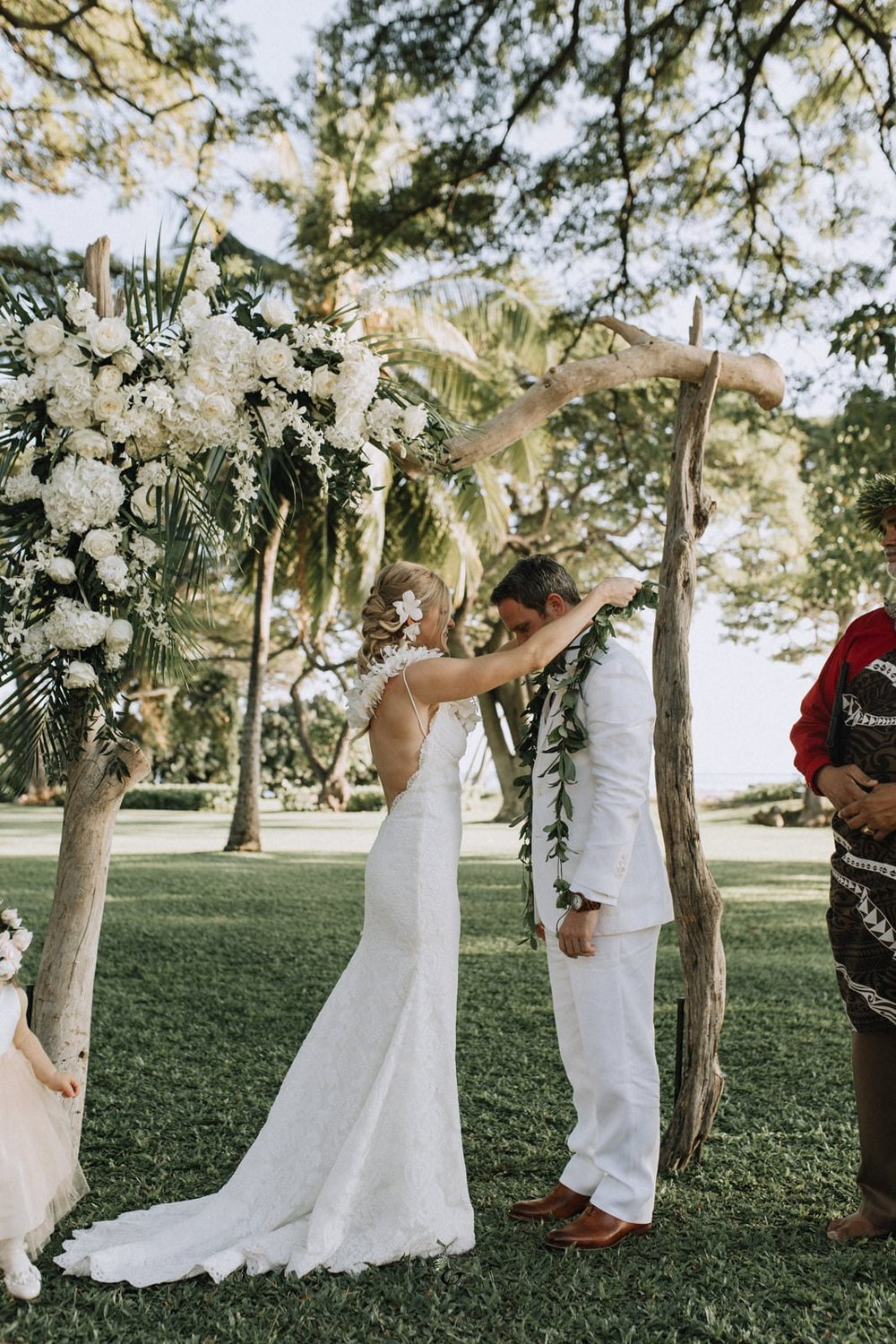 Flower Lei ceremony | Hawaii wedding traditions | Luxury destination wedding planner | Unveiled Hawaii
