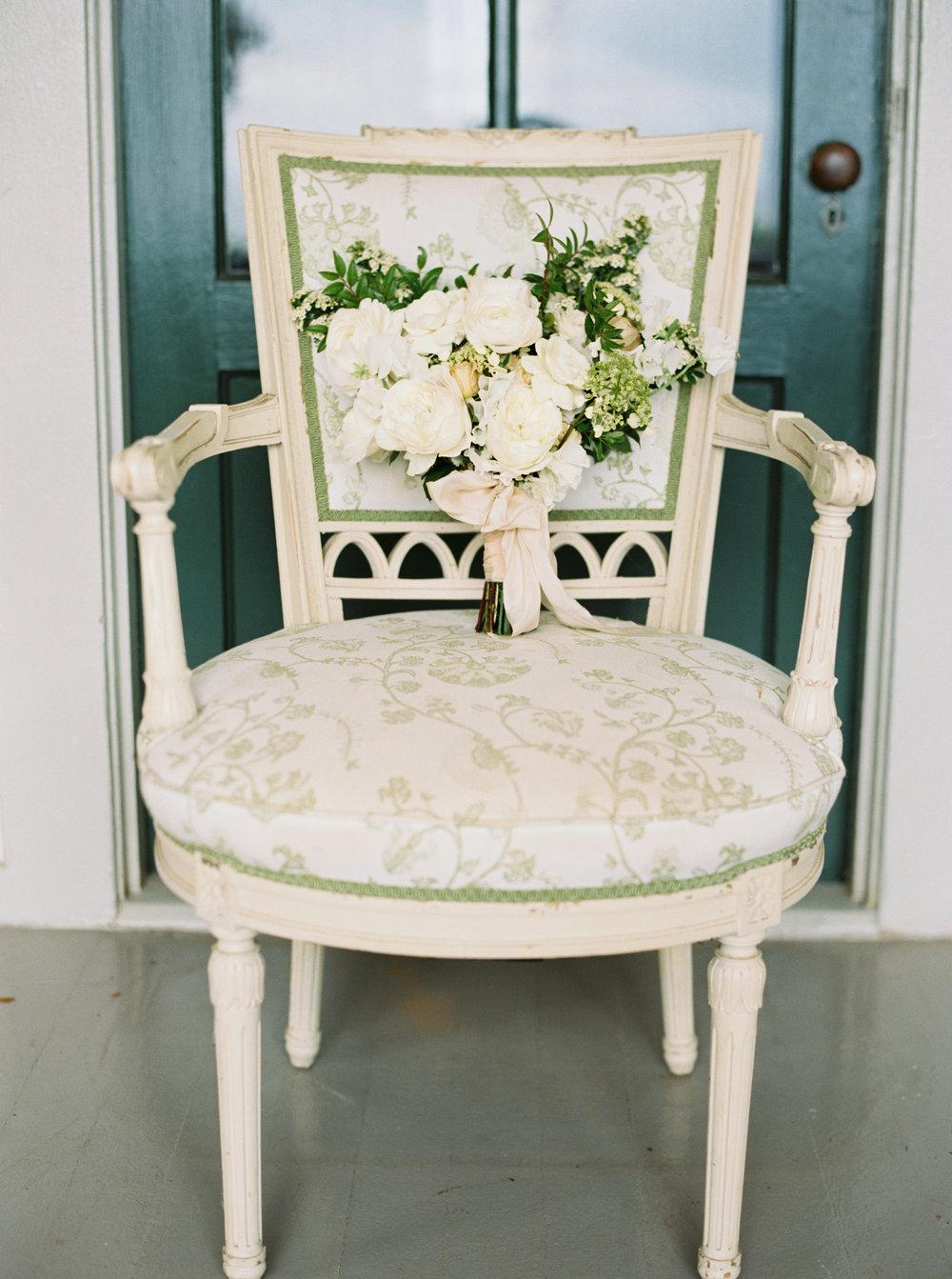 White Bridal Bouquet | Olowalu Plantation House | Luxury Destination Wedding Planner | Unveiled Hawaii