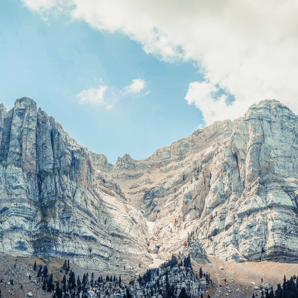 Cavalls del Vent  La ruta de Cavalls del Vent uneix 8 refugis a través de 84km del Parc Natural del Cadí Moixeró. S'hi poden descobrir indrets emblemàtics com la cima de la Tossa d'Alp, el Pas dels Gosolans o vistes increïbles al Pedraforca.