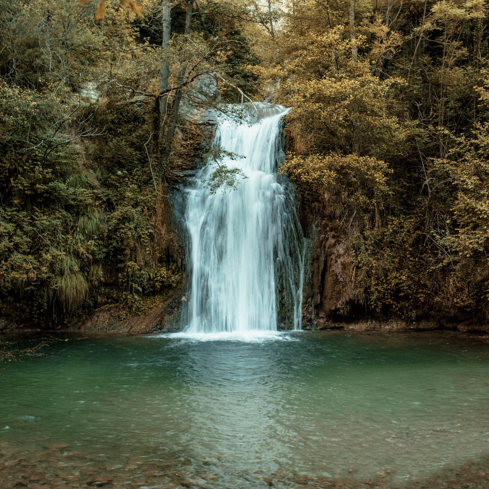 El Gorg de la malatosca  Close to Sant Joan de les Abadesses and the Malatosca mill there is a pool which is perfect for cooling oneself in summer. In addition to the legends which abound about its magic, it is noted for its natural scenic beauty.
