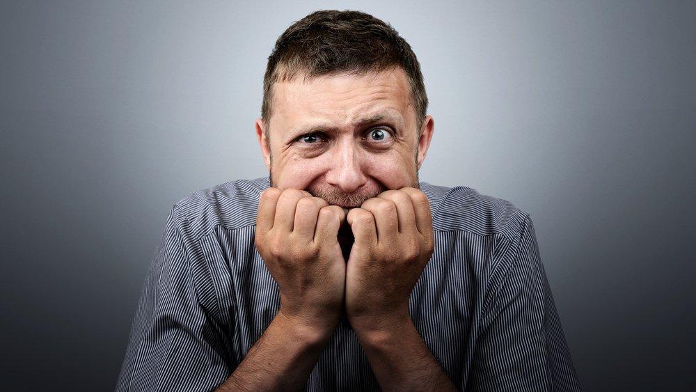 """Relaxe… - O computador/notebook que tiver na sua casa e aquele fone de ouvido que você já utiliza para ouvir música e jogar provavelmente deve funcionar bem o suficiente, não deixe que a falta de um equipamento """"profissional"""" lhe impeça de participar do evento. Com o tempo você vai adquirindo equipamentos melhores, conforme sinta a necessidade e pesquisando com calma o que melhor se adeque ao seu perfil e estilo de trabalho, fazendo um investimento mais assertivo."""