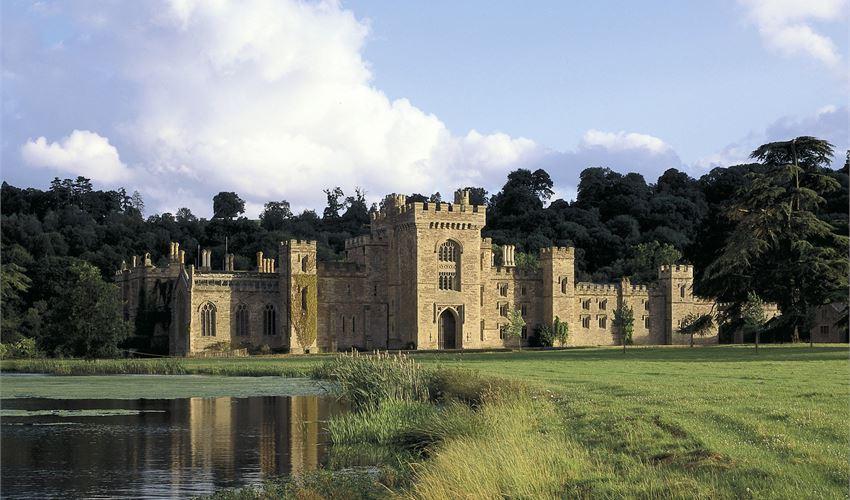 Hampton Court Castle -