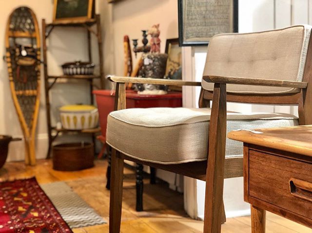 "With warmer weather on its way, so are new dealers and their wonderful finds! So stop in to peruse the shop and see what's ""new"" . #VisitFreeport #antiqueshop #antiques #freeportmaine #shoplocal #vintage #heirlooms #homedecor #accents . @visitfreeport @visitmaine"