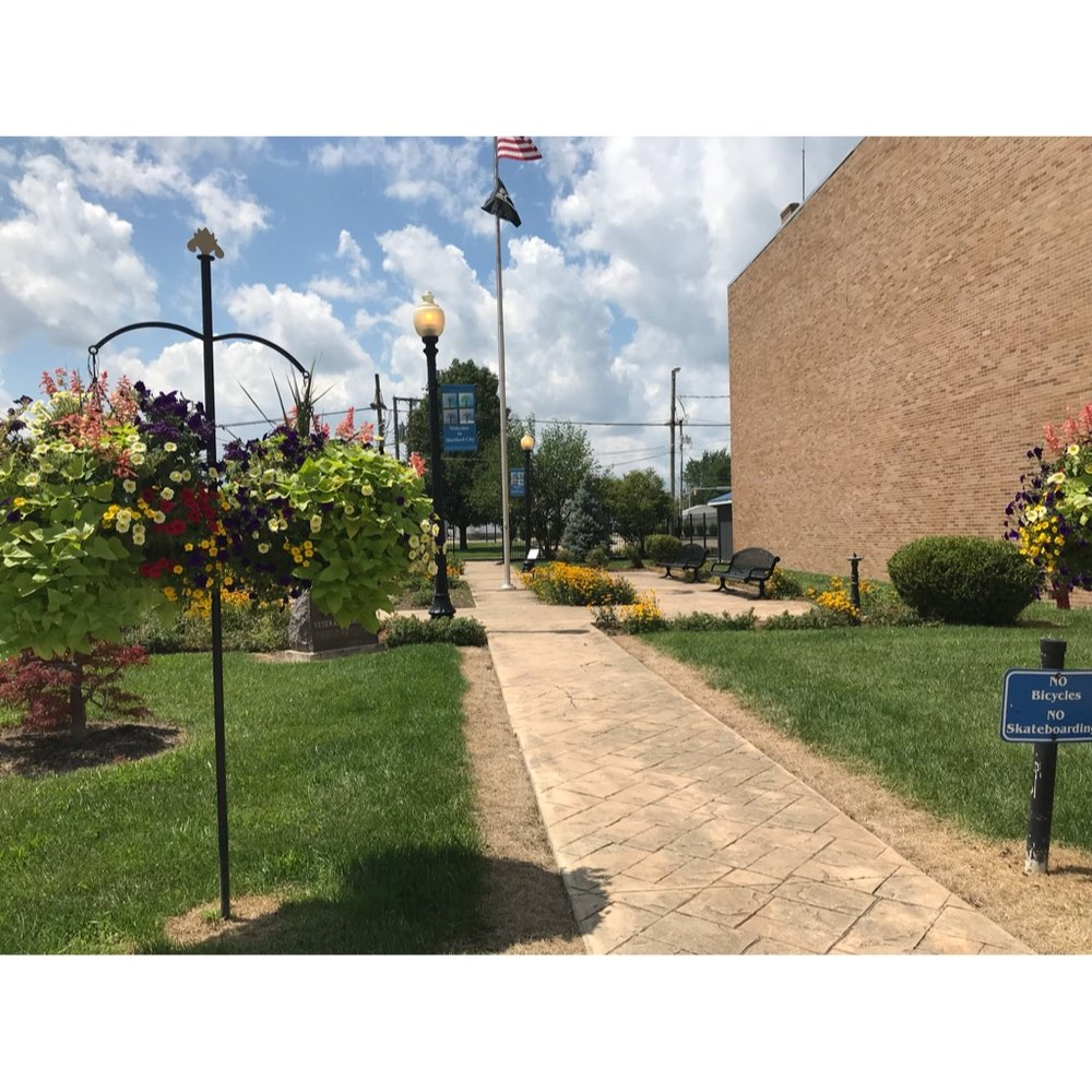 Veteran's Park  Enjoy a cup of coffee from Common Grounds across the street as you enjoy the scenic view of the Blackford County Courthouse and downtown.  Location: 121 N High Street, Hartford City IN 47348