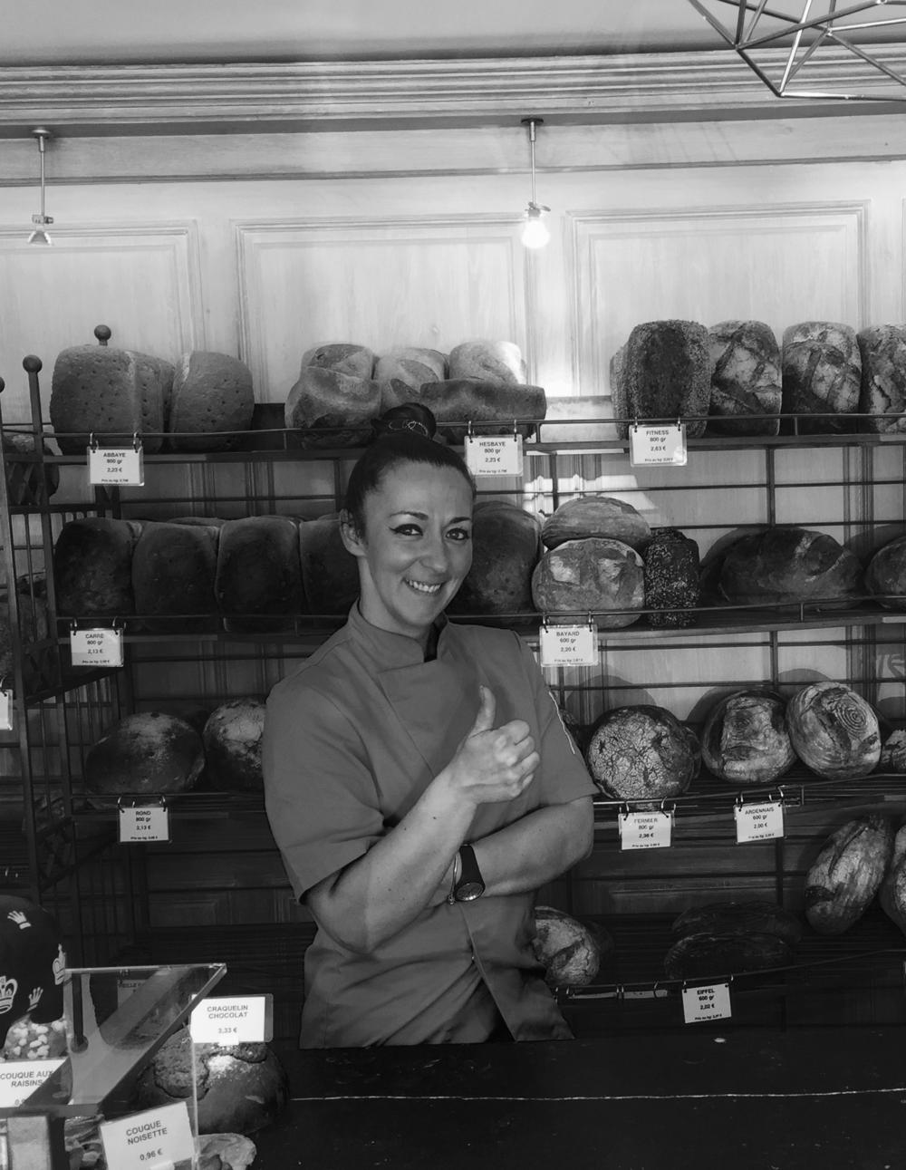 Sophie Vanderbecq - Boulangère à Erpen  t   Elle produit nos pains, ronds et laqués.