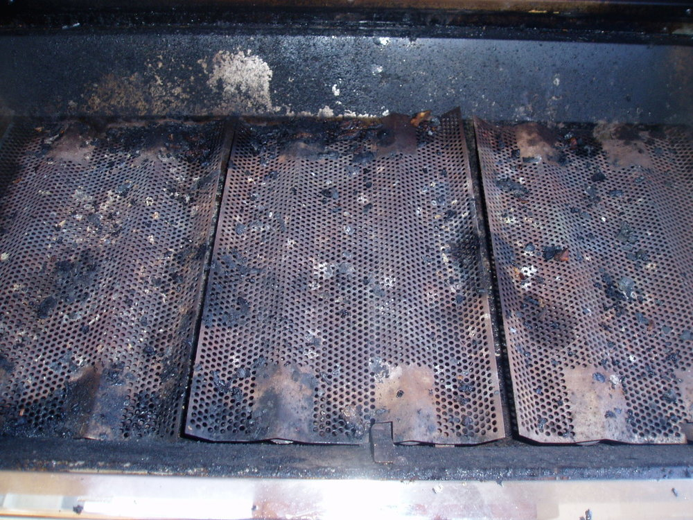 DIRT AND MOULD ON THE HEAT PLATES