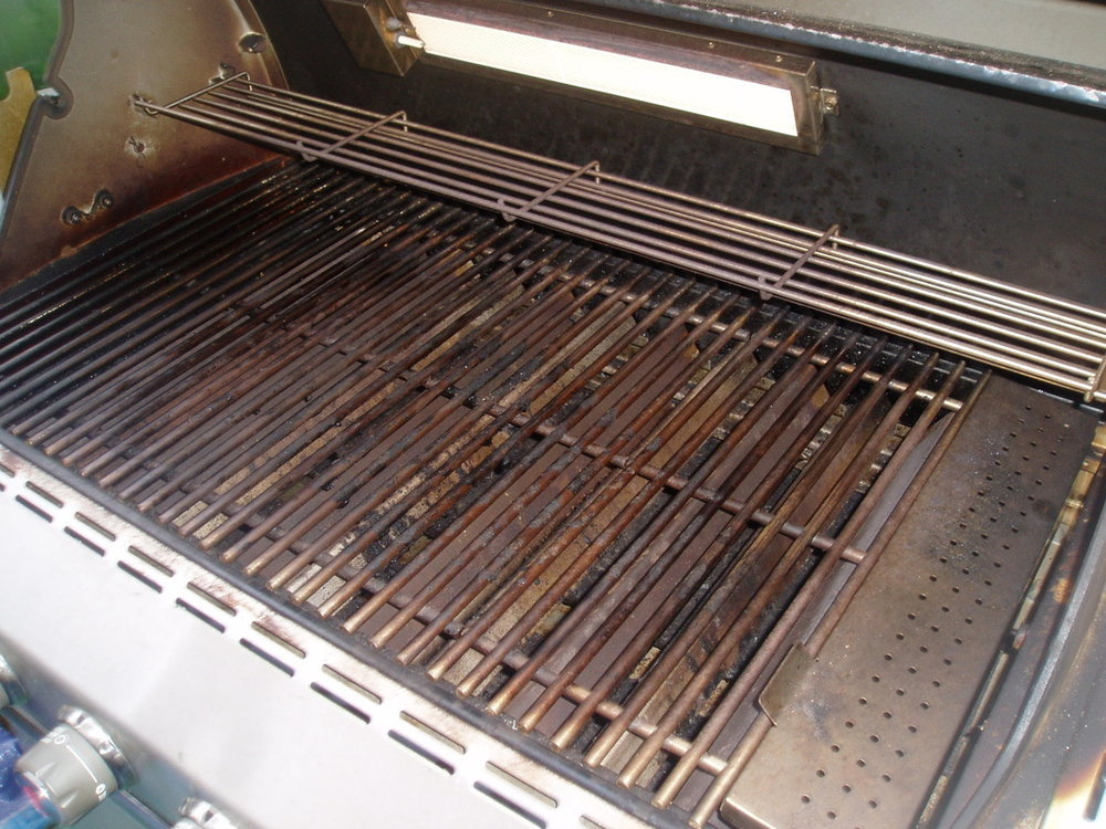 WEBER GRILL BEFORE CLEANING