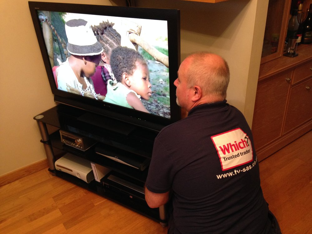 TV Solutions - Screens & ProjectorsWall MountingClean Installations