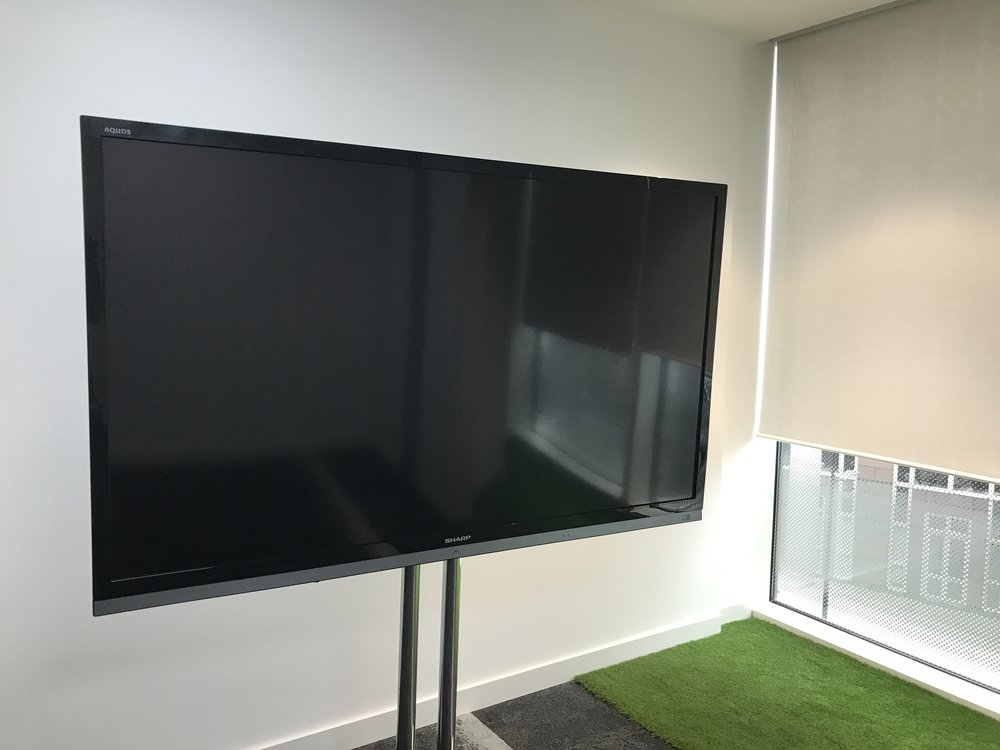Video Solutions - Home CinemaGaming SetupsScreens and Projectors